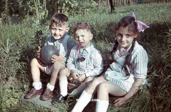 3 children sitting on the grass, Germany 1940
