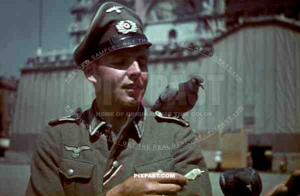 German army officer of Grenadier Ersatz Bataillon 488 ( Lindau ) on leave in Venice, Italy 1943.