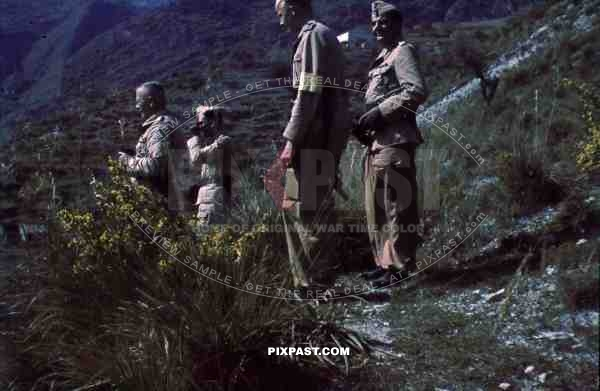 Officer Bindewald Luftwaffe, fliegergruppe 2 in sicily, flare gun trainning tropical