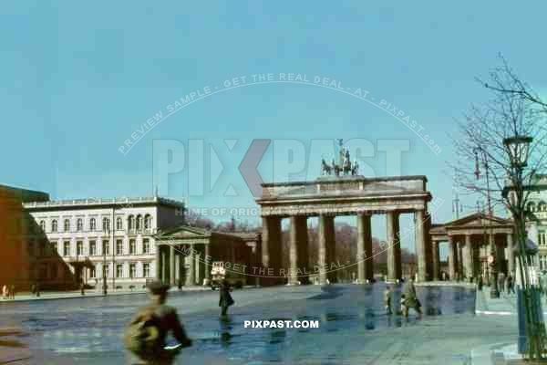 brandenburg gate berlin 1941 unter den linden pixpast. Black Bedroom Furniture Sets. Home Design Ideas